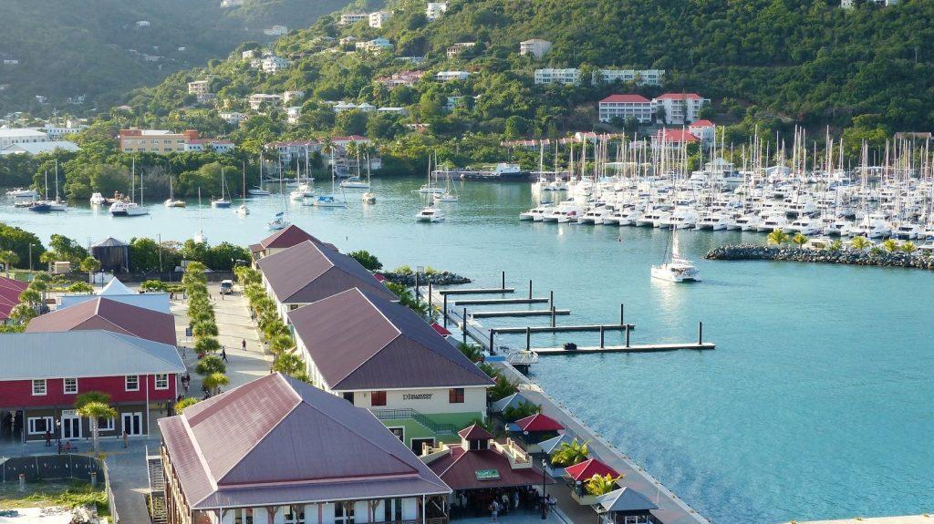 Kapal di Tortola marina